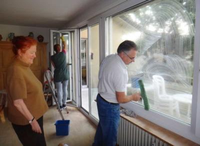 Fensterreinigung bei Privatpersonen durch Senioren-Unterhaltsreinigung GmbH.