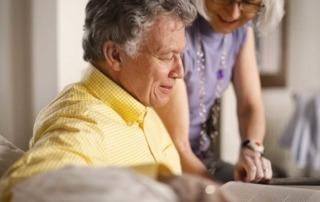 Das analoge Telefon klingelt mit IP weiter: auch für Senioren.
