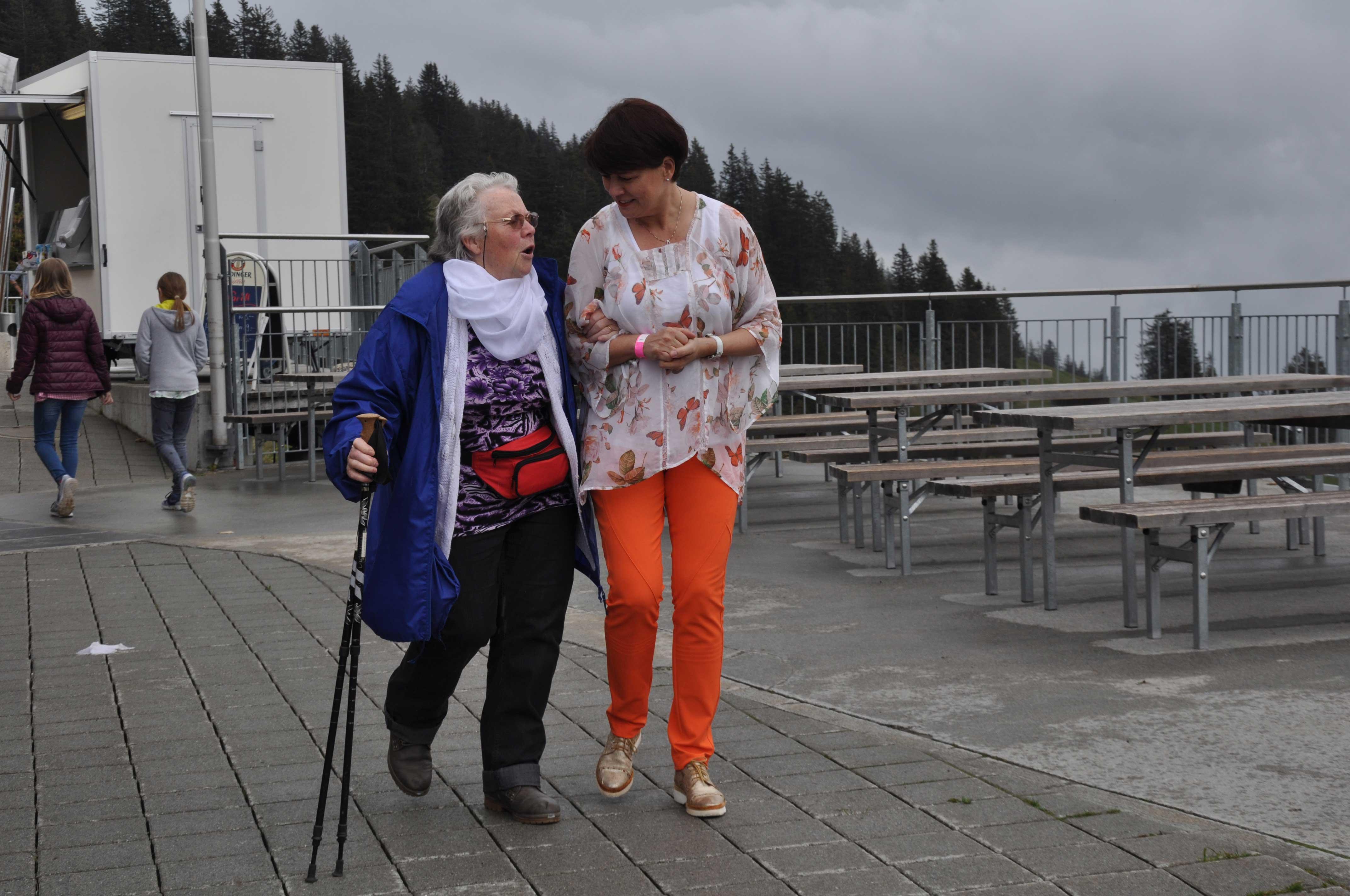 Senioren-Muttertag: Begleitung Seniorin zur Zahnradbahn