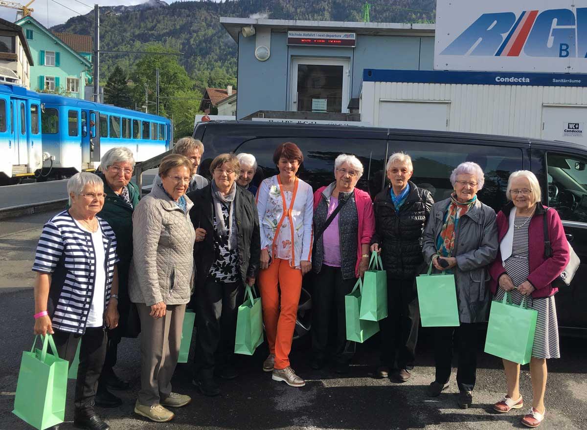 Senioren-Muttertag auf der Rigi mit Gruppenfoto am Schluss der Veranstaltung.