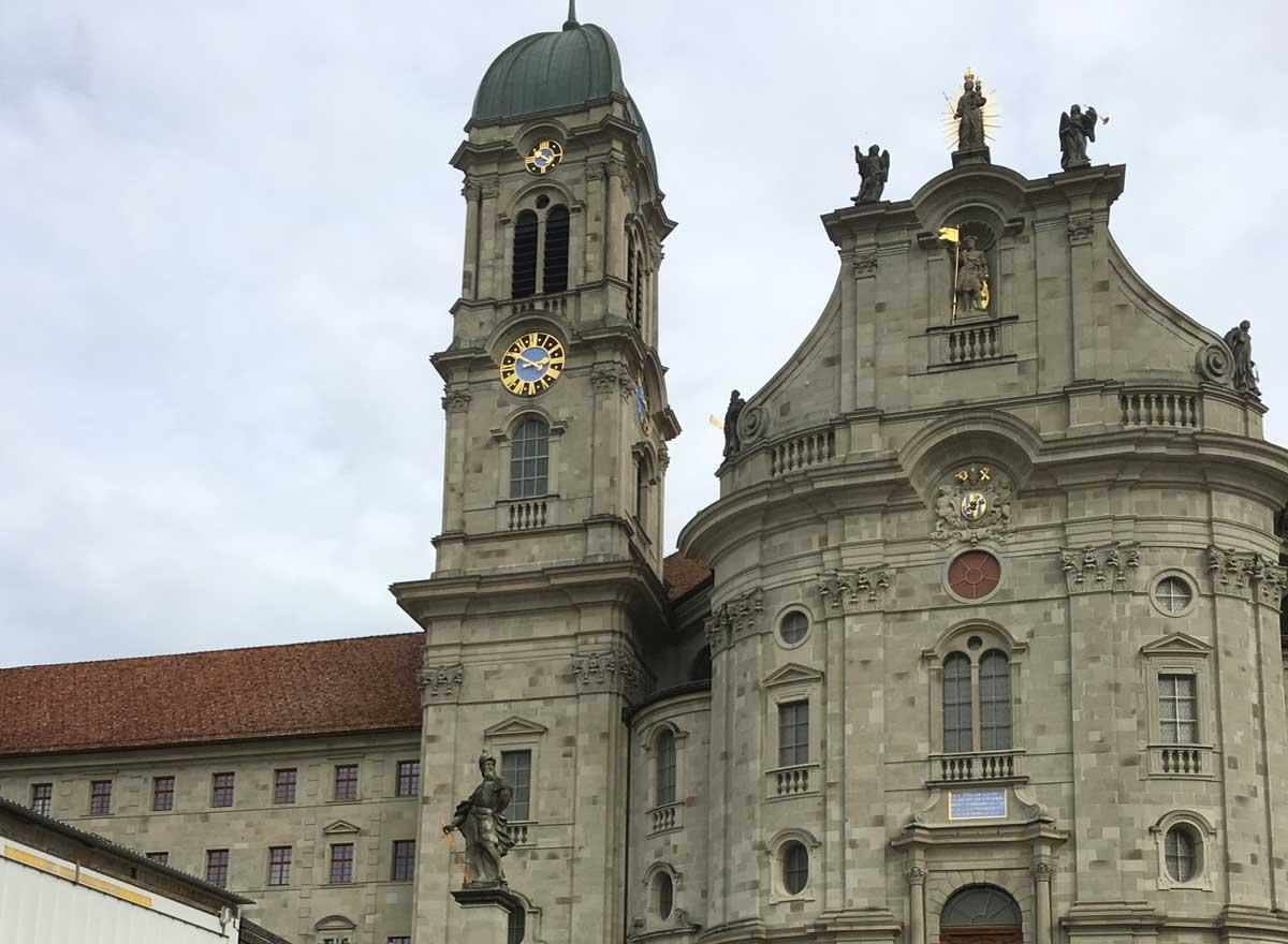 Besuch von Kloster Einsiedeln mit Seniorin.