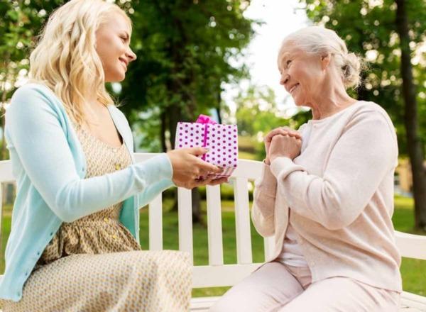 Das passende Geschenk für den Muttertag: Fr. 50.00 Rabatt auf eine Limmex Notruf-Uhr!