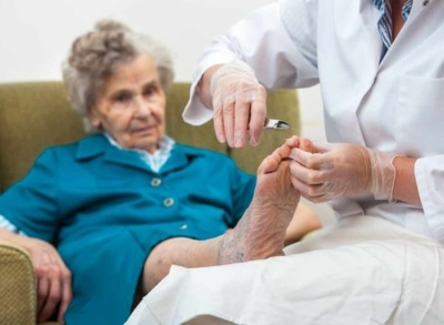 Mobile Fusspflege für Senioren: Professionelle Pflege rund um den Fuss